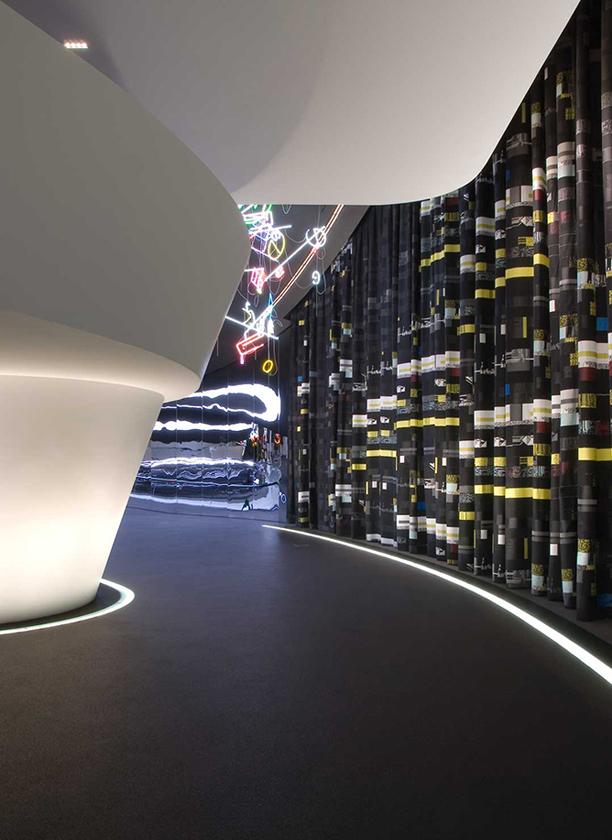 Peter Zimmermann – autocut, 8 x 24 m, cotton, Bugatti Pavillon, Wolfsburg