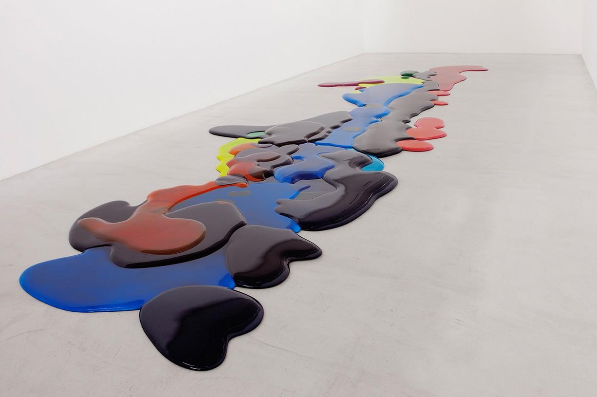 Peter Zimmermann – leak, 2010, 900 x 300 cm, epoxy resin on styrodur (installation view Galerie Perrotin, Paris )